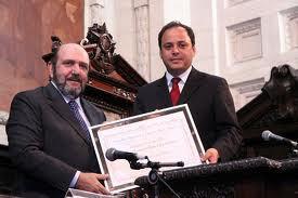 Rodrigo Neves homenageia o Chefão da Lava-Jato